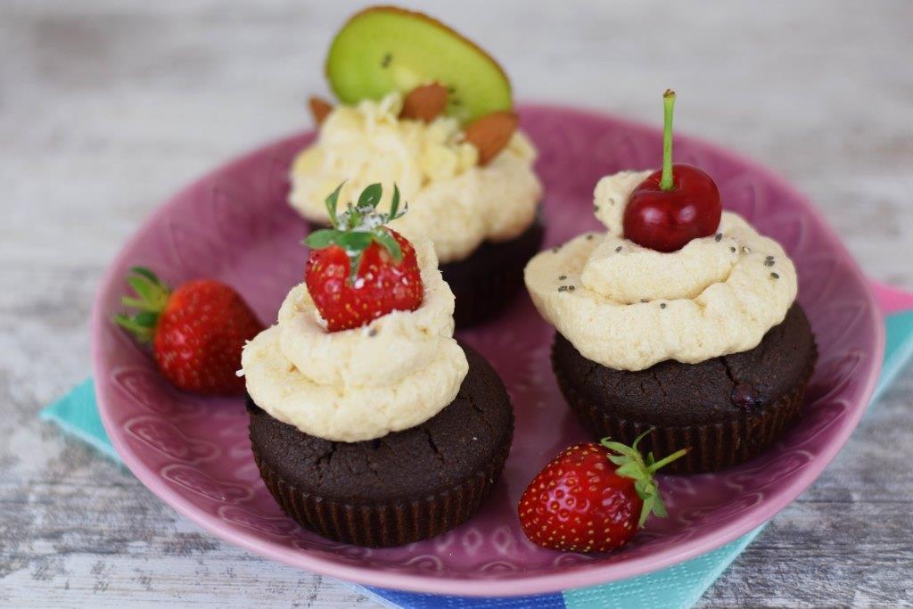 Zdravi kolači sa crnom čokoladom i voćem